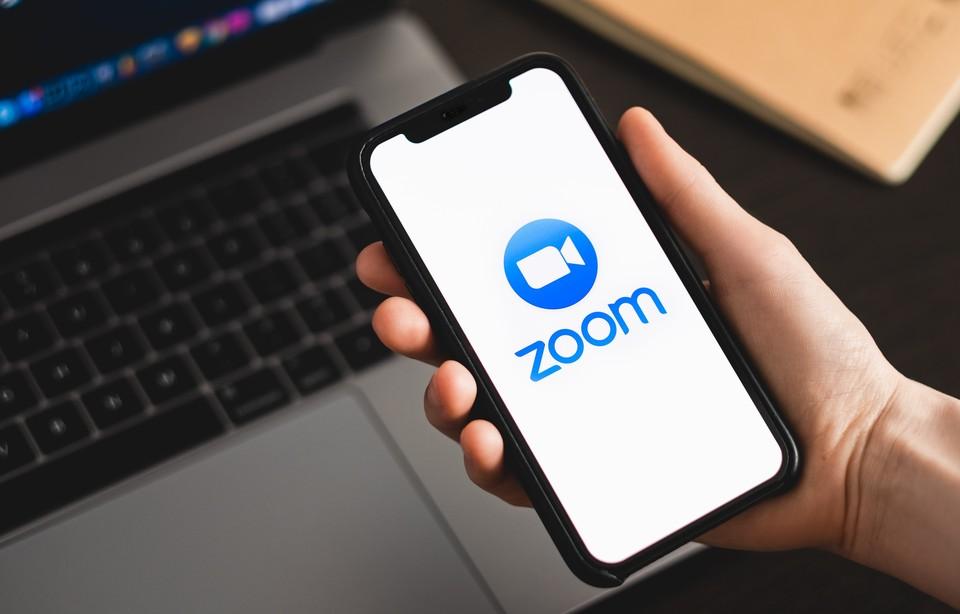 Компания Zoom Video Communications запретила продавать свои услуги государственным учреждениям и компаниям с государственным участием в России и СНГ.