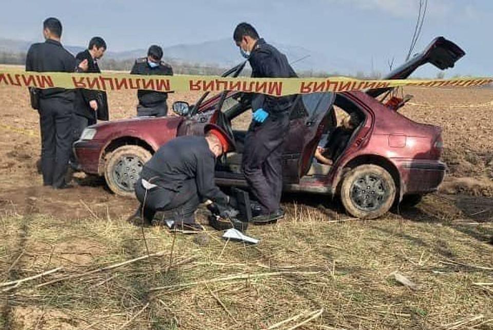 Машину с телами девушки и мужчины обнаружили в поле под Бишкеком.