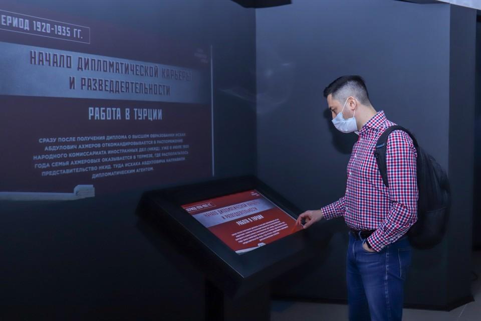 Посетители могут увидеть уникальные архивные документы и фото, а также мультимедийную книгу по обнаружению шпионов среди нас. Фото: Исторический парк «Россия – Моя история»