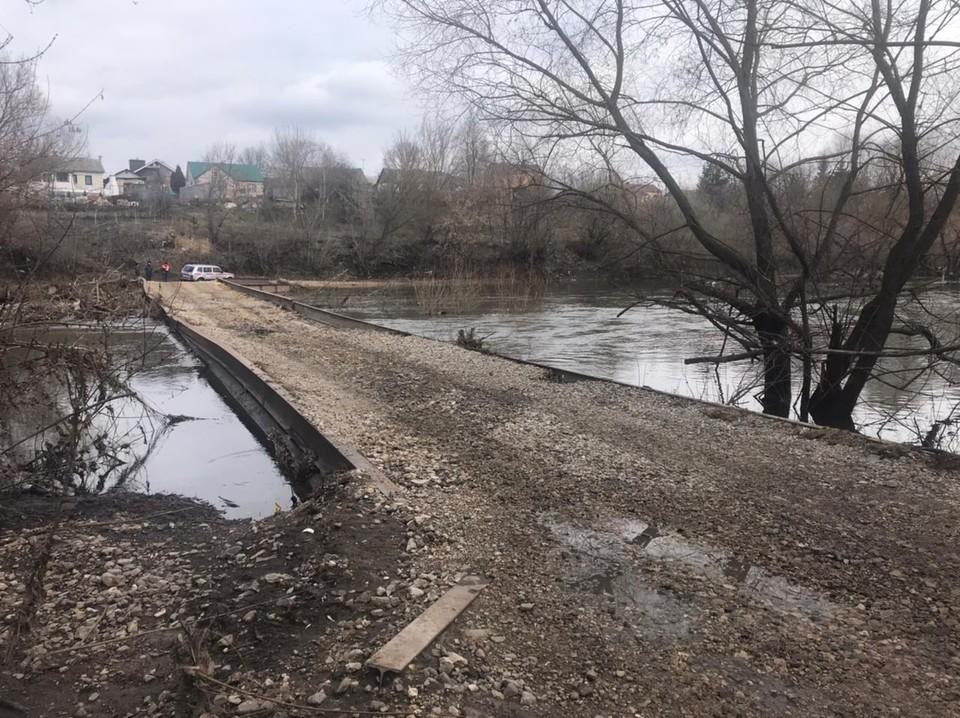 Некоторые мосты реки уже освободили