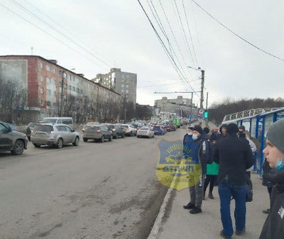 Пробка собралась внушительная. Фото: vk.com/murmansk_dtp