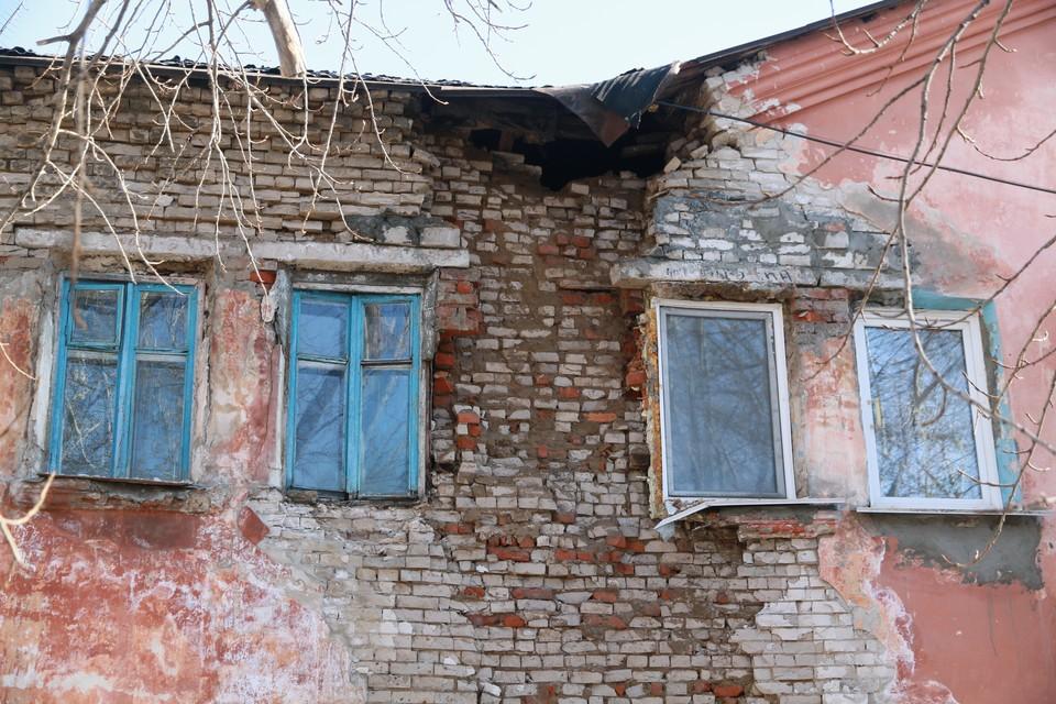 7 апреля обрушилась кирпичная кладка дома по ул. Советской Армии, 54