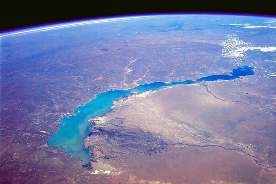 Снимок озера Балхаш из космоса.
