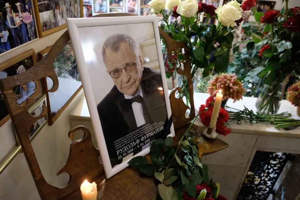 В Петербурге прощаются с Рудольфом Фурмановым.