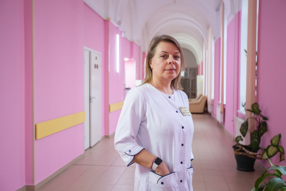 Екатерина Александровна Ребезова обладает умением терпеливо и доходчиво отвечать на все возникающие у женщин вопросы. Для каждой проблемы доктор находит оптимальное решение.