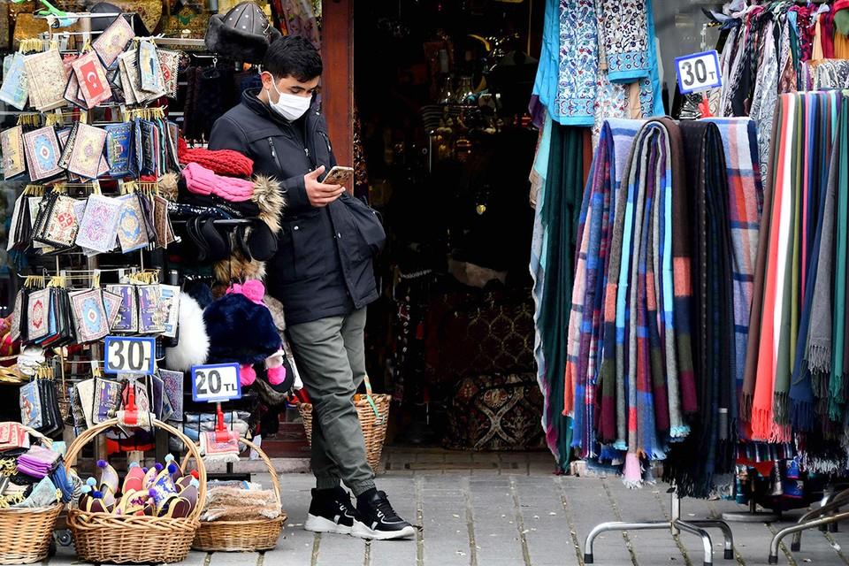 Продавцы туристического барахла в Стамбуле истосковались по туристам.