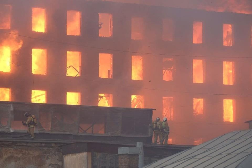 Историческое здание вспыхнуло днем 12 апреля