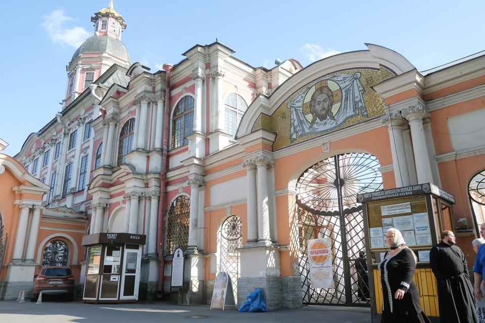 В память о Михаиле Ломоносове в Александро-Невской Лавре посадят именной сорт сирени