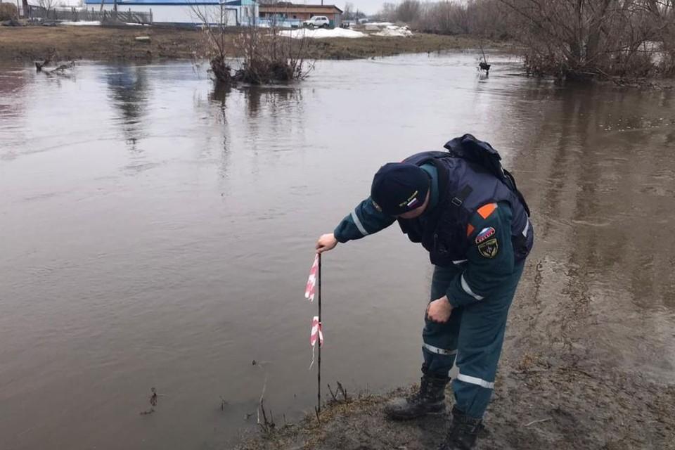 Специалисты проводят мониторинг паводковой обстановки