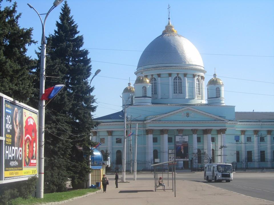 Движение троллейбусов по маршрутам №№1, 2, 9 и 11 будет организовано до Московской площади; №№7 и 8 - до Знаменского собора