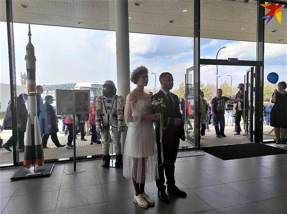 В Парке покорителей космоса состоялась торжественная регистрация брака