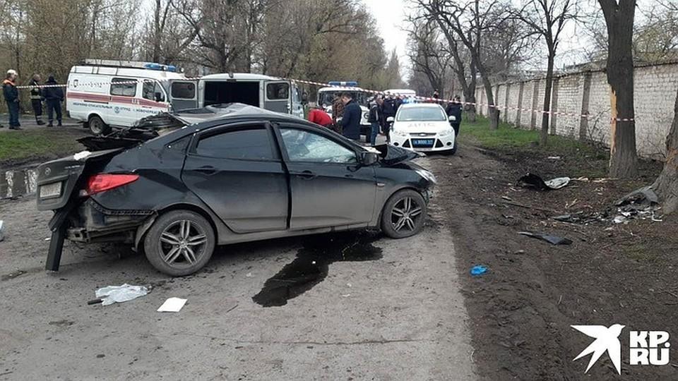 От удара о дерево от машины осталась груда металла. Фото: пресс-служба областной ГИБДД
