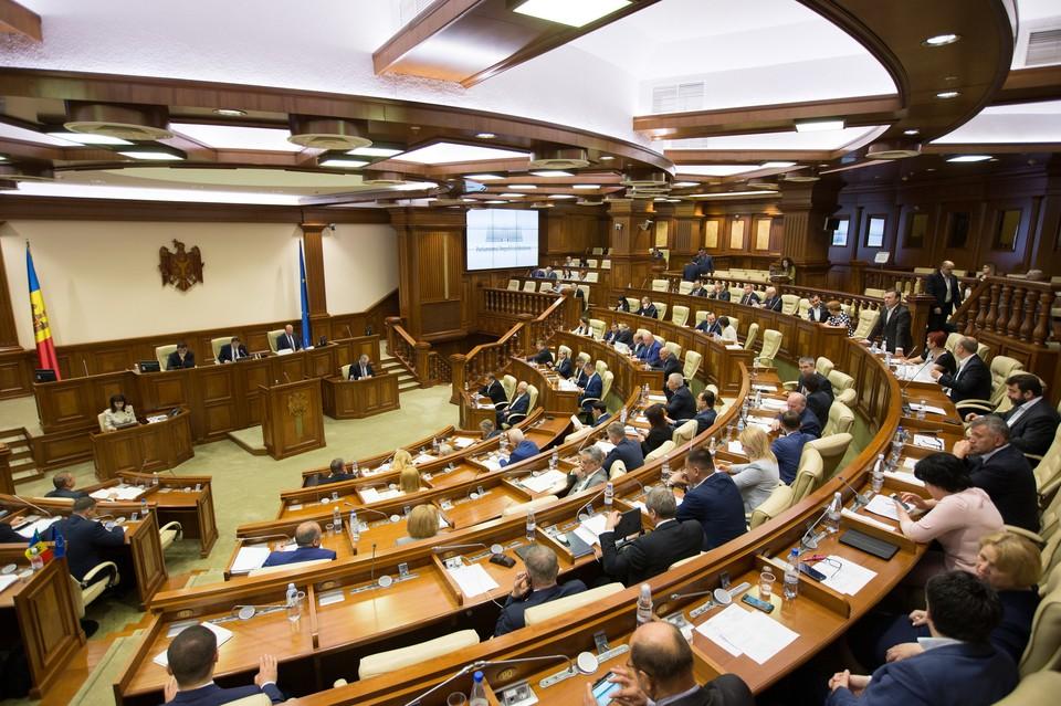 Все радуются, что парламент будет распущен и никто не думает, что за этим последует. Фото:соцсети
