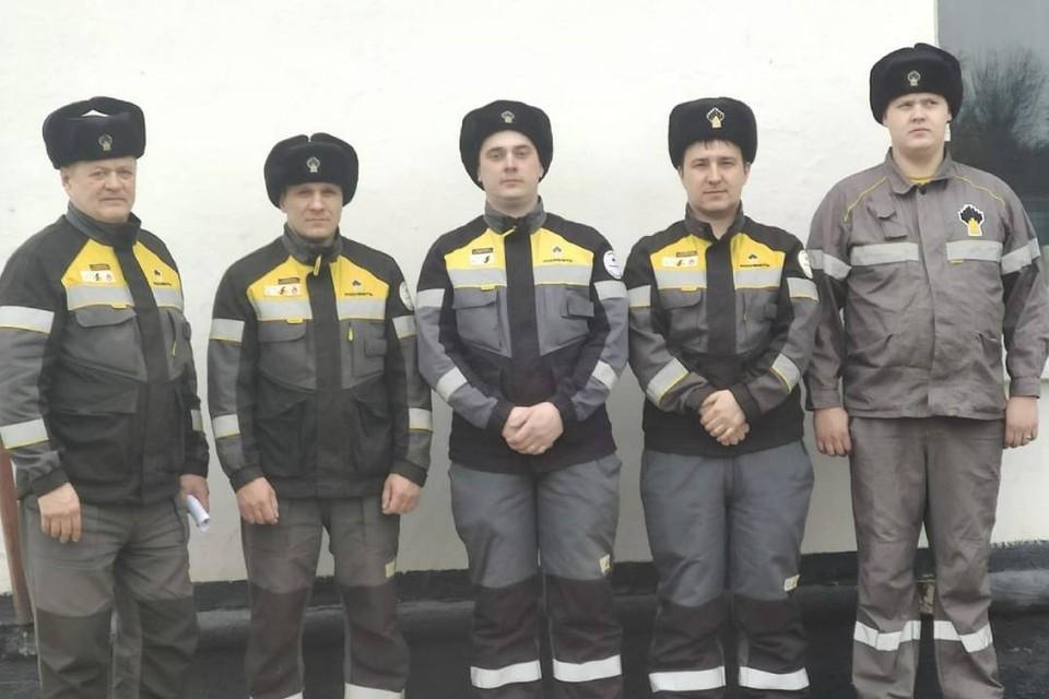 Пожарные, которые спасли тонущего в реке пятилетнего мальчика.