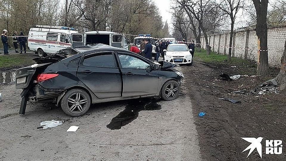 Машина после столкновения с деревом превратилась в груду металла. Фото: пресс-служба областной ГИБДД