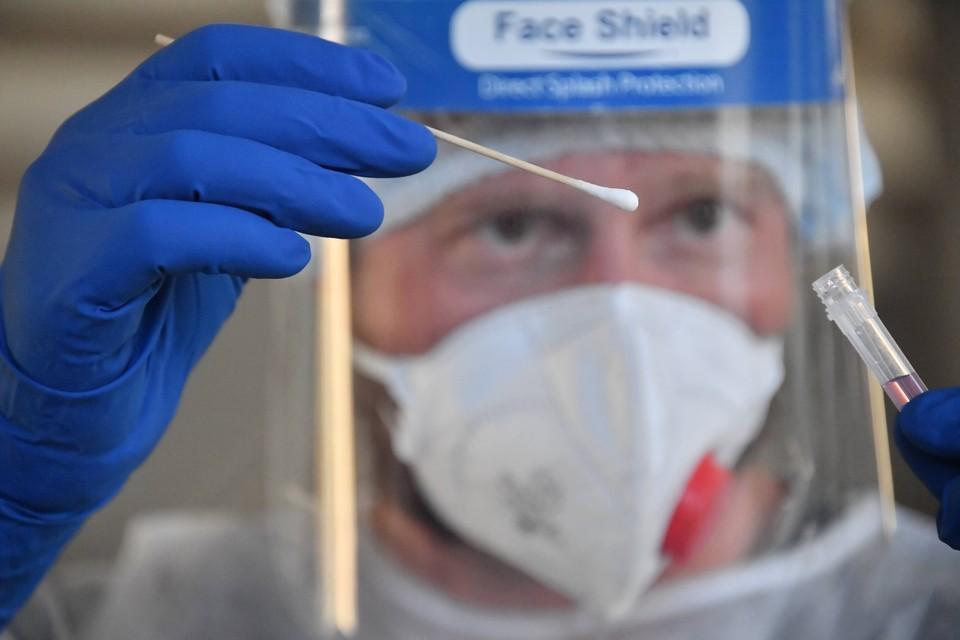 ВОЗ рекомендовала странам не требовать от туристов сертификат о прививке от ковида.