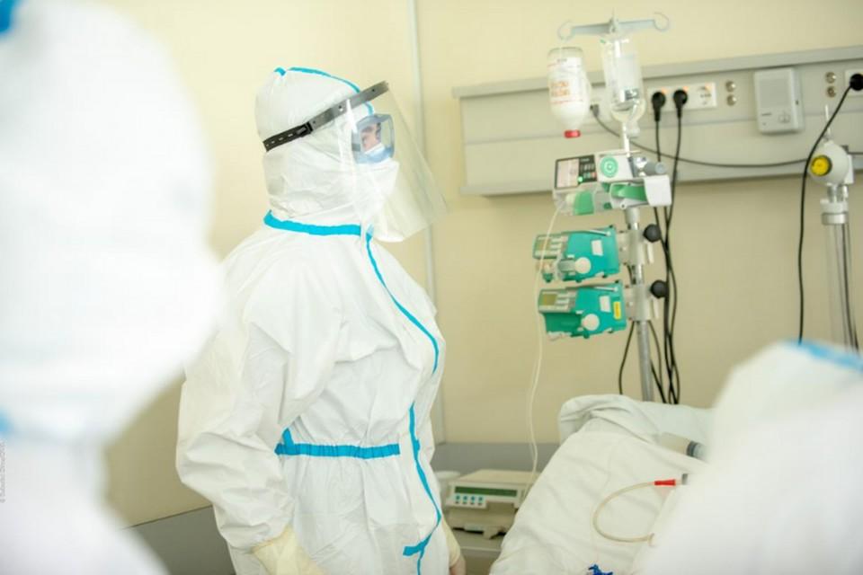 Обычный молдавский врач во время эпидемии.