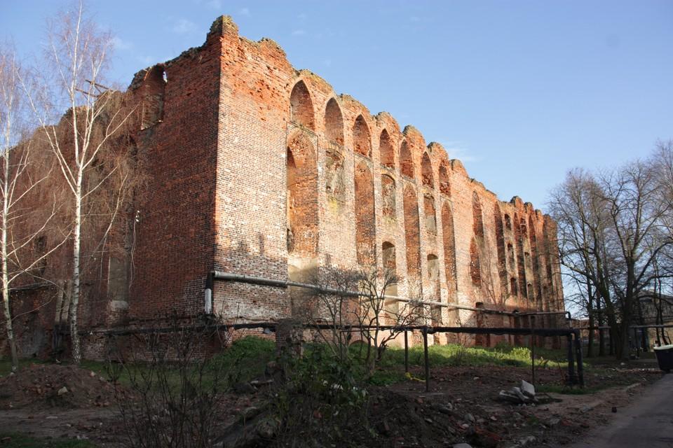 Одним из крупнейших является проект восстановления музейно-отельного комплекса «Замок Рагнит» в городе Неман.