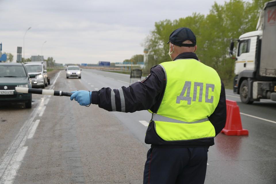 В Кузбассе полицейские использовали табельное оружие во время погони.