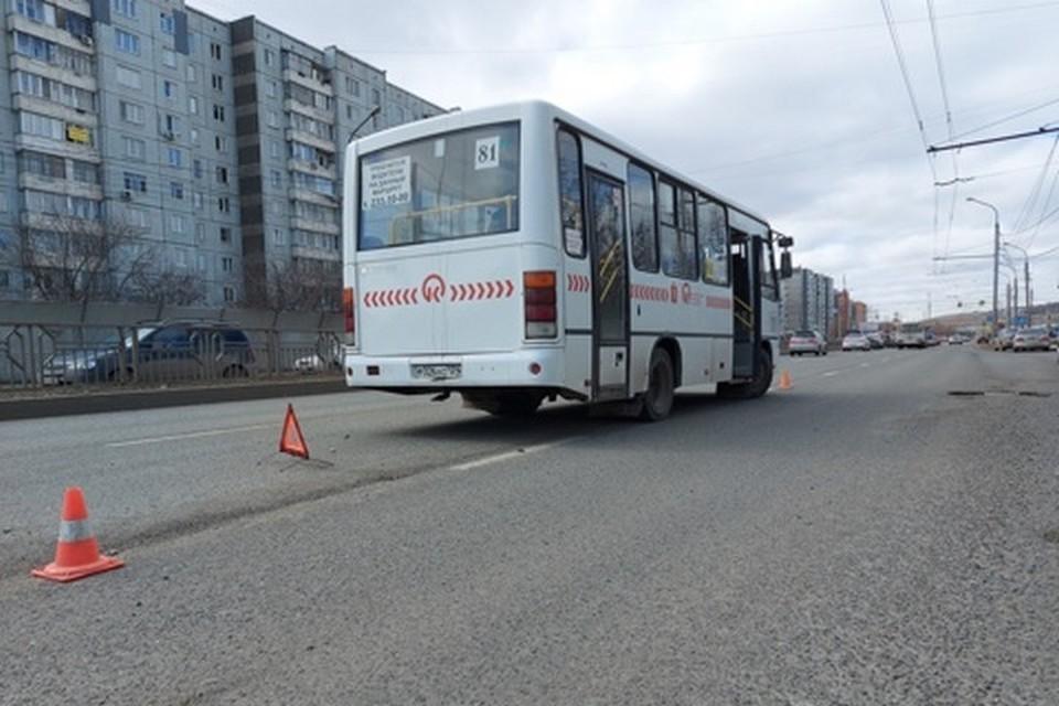 В Красноярске школьник попал под колеса маршрутного автобуса. Фото: ГИБДД