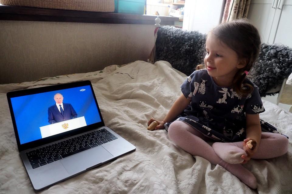 Президент России Владимир Путин поручил кабмину к 1 июля подготовить целостную систему мер поддержки семей с детьми.