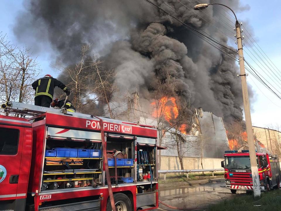 Дым был виден практически во всех районах города (Фото: dse.md).
