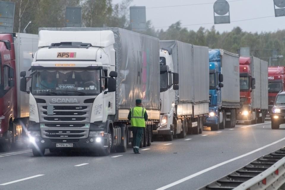 В ближайшее время в администрации представят маршруты, по которым будет разрешено ездить грузовикам.