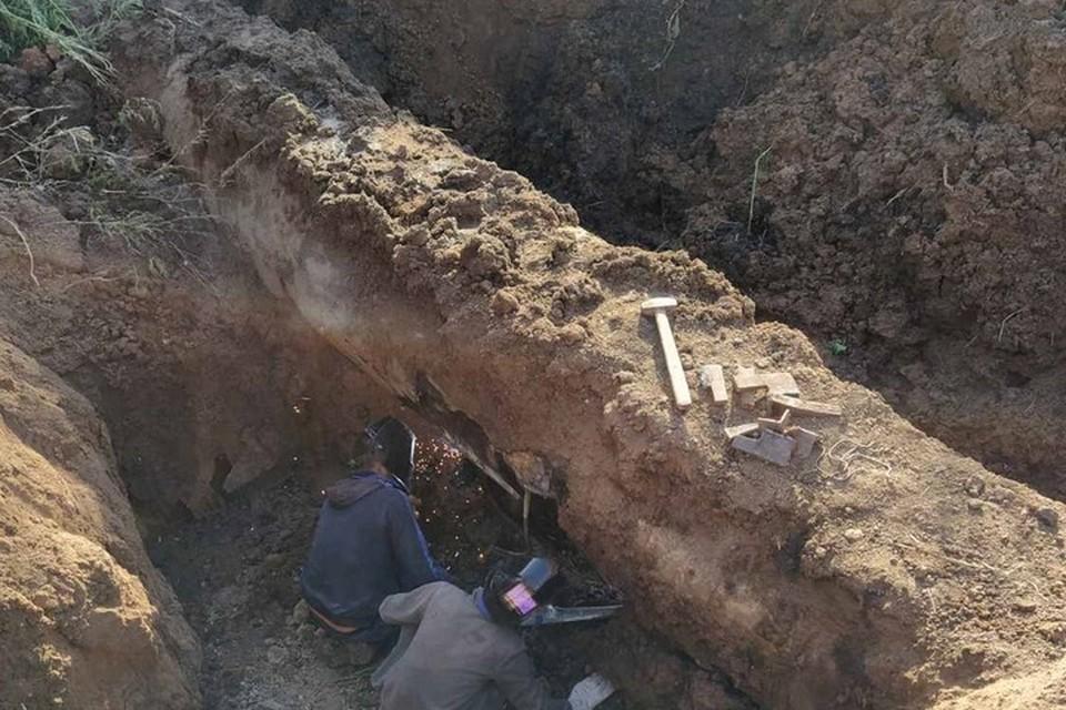 Коммунальщики ведут работы по восстановлению порывов. Фото: КП «Вода Донбасса»