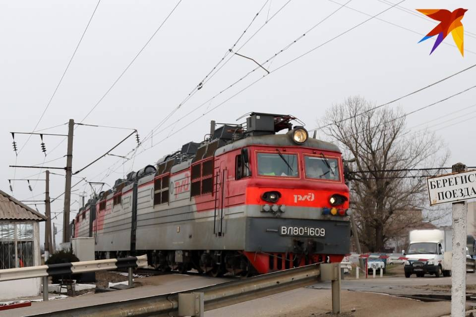 Локомотив задымился на участке Печаткино - Морженга.