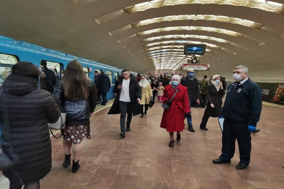 В Новосибирске пассажирка метро без маски оказала сопротивление полиции. Фото: правительство НСО.