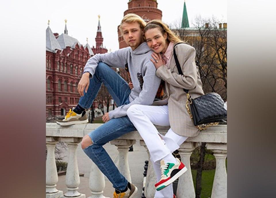 Наталья Водянова продемонстрировала кроссовки, созданные сыном.