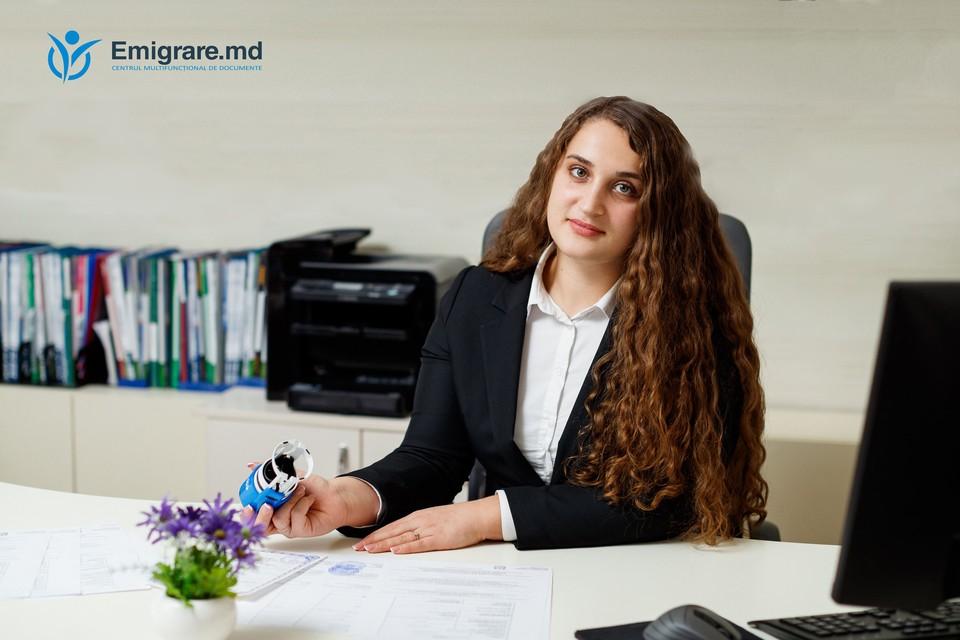 Cenusa Cesara este expert pe probleme de cetățenie la Emigrare.md.