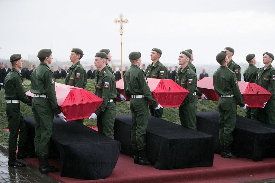 Останки 37 солдат разместили в пяти гробах. Фото: АВО