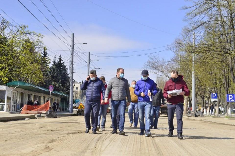 Мэр Кишинева проверил, как идет ремонт одной из главных улиц столицы (Фото: соцсети).