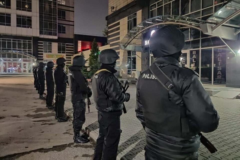 Стрелок из алматинского ЖК «Бухар Жырау Тауэрс» выбросился из окна.
