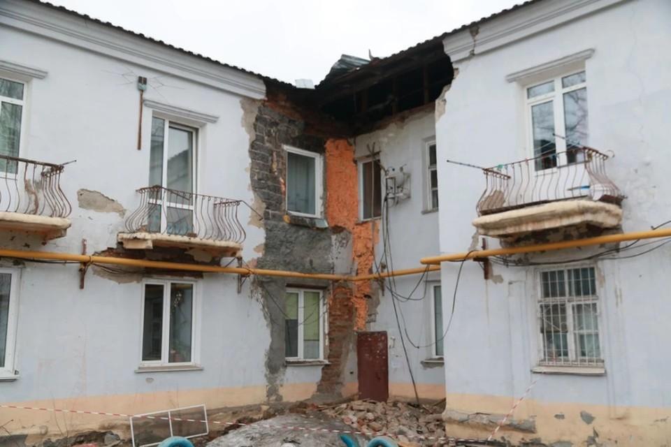 Два аварийных дома частично обрушились в апреле