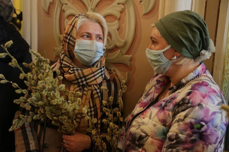 Воскресные службы прошли в масках. Фото: челябинская епархия