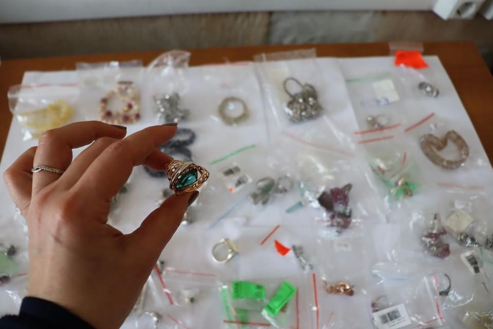 Контрабандист пытался провести через Новосибирск в Китай крупную партию драгоценностей. Фото: Сибирское таможенное управление