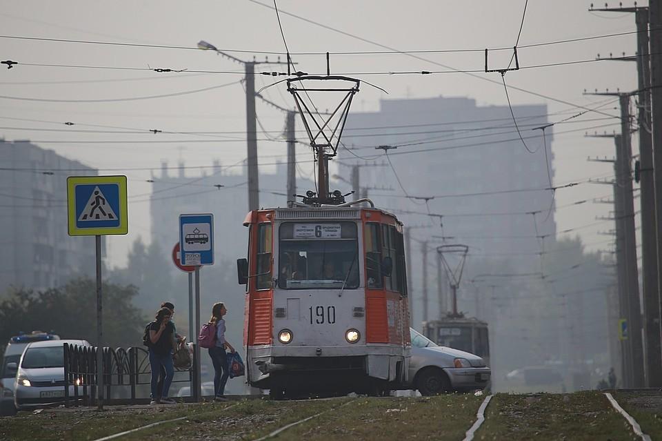 В Красноярске под колесами трамвая погибла 83-летняя женщина