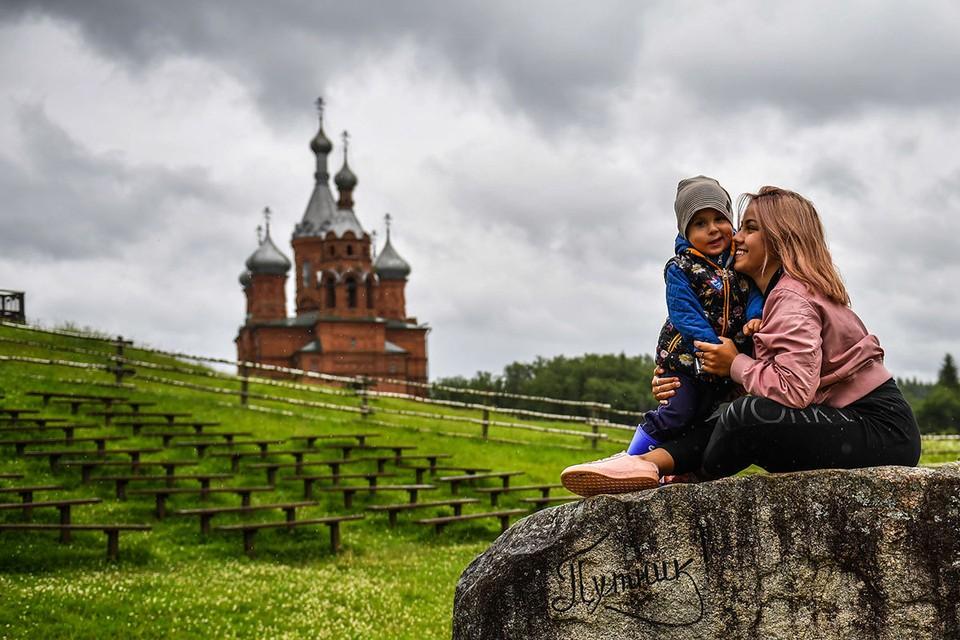 В пасхальные дни можно отправиться в паломнические поездки или на тематические городские экскурсии.