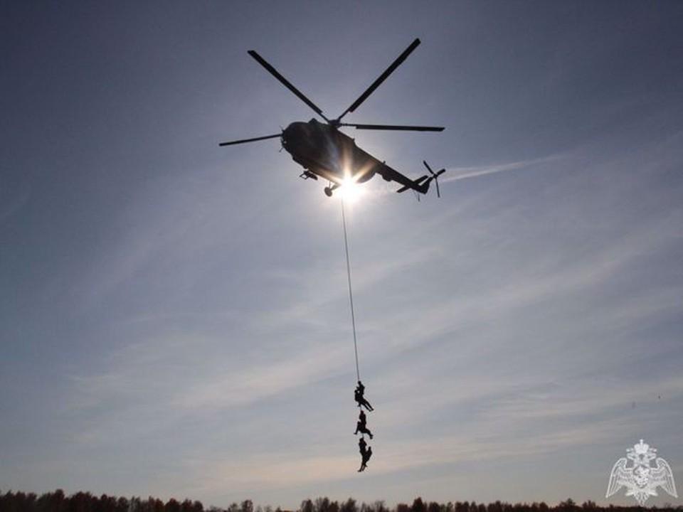 Над Кемеровом кружил вертолет со спецназом. Фото: Областное Управление Росгвардии.