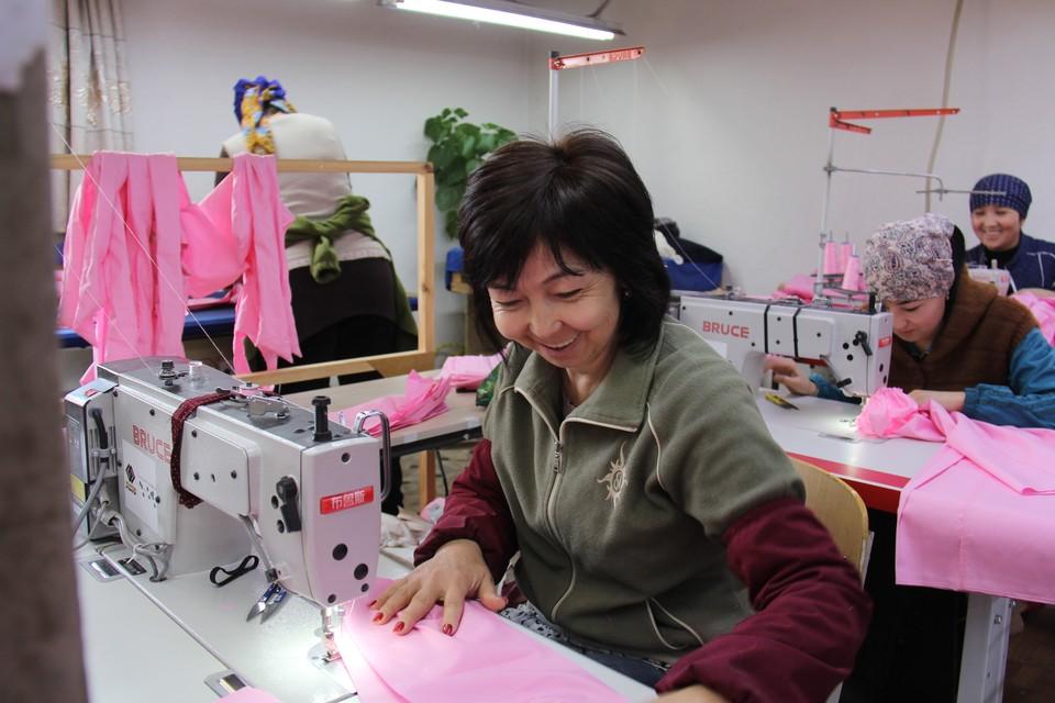 На выделенный «Кумтором» грант было закуплено современное оборудование для швейных цехов.