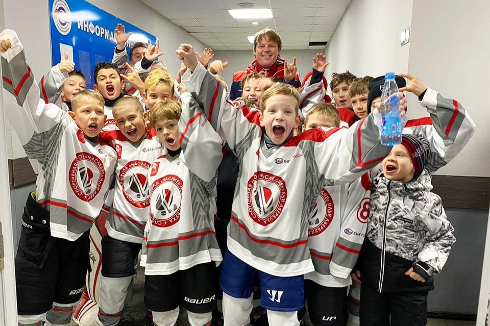 В Евпатории наконец-то появится профессиональная зимняя площадка, где дети смогут заниматься хоккеем и фигурным катанием/Фото: Школа зимних видов спорта Ильи Авербуха.