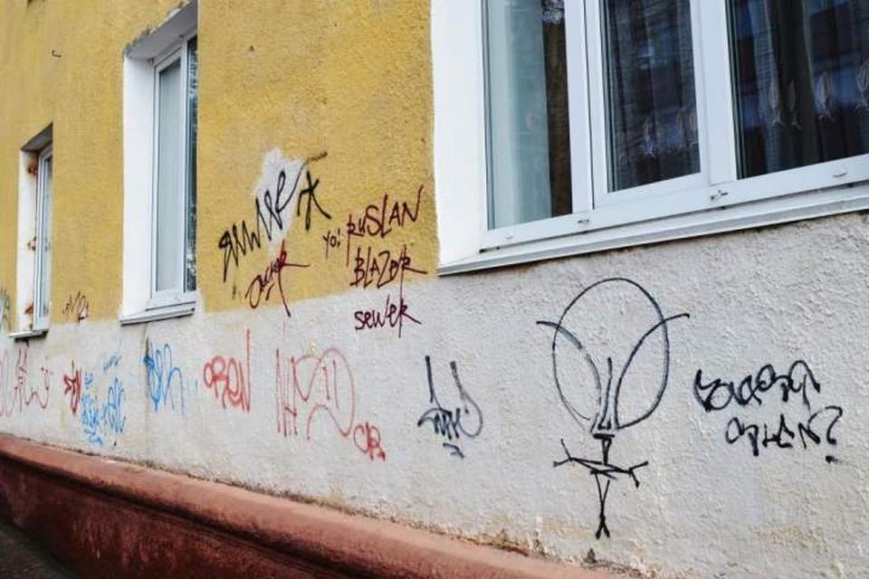 Брянцев накажут рублем за надписи и рисунки в общественных местах.