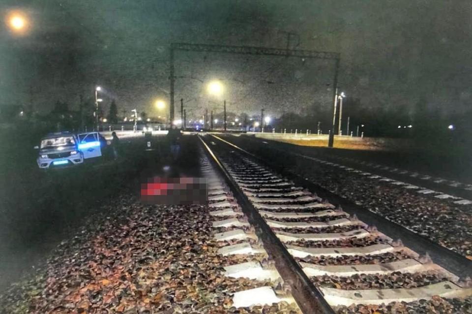 В Новосибирске грузовой поезд насмерть сбил мужчину. Фото: УТ МВД по СФО