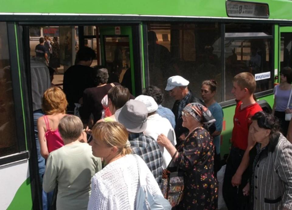 Общественный транспорт будет работать до 23:30.