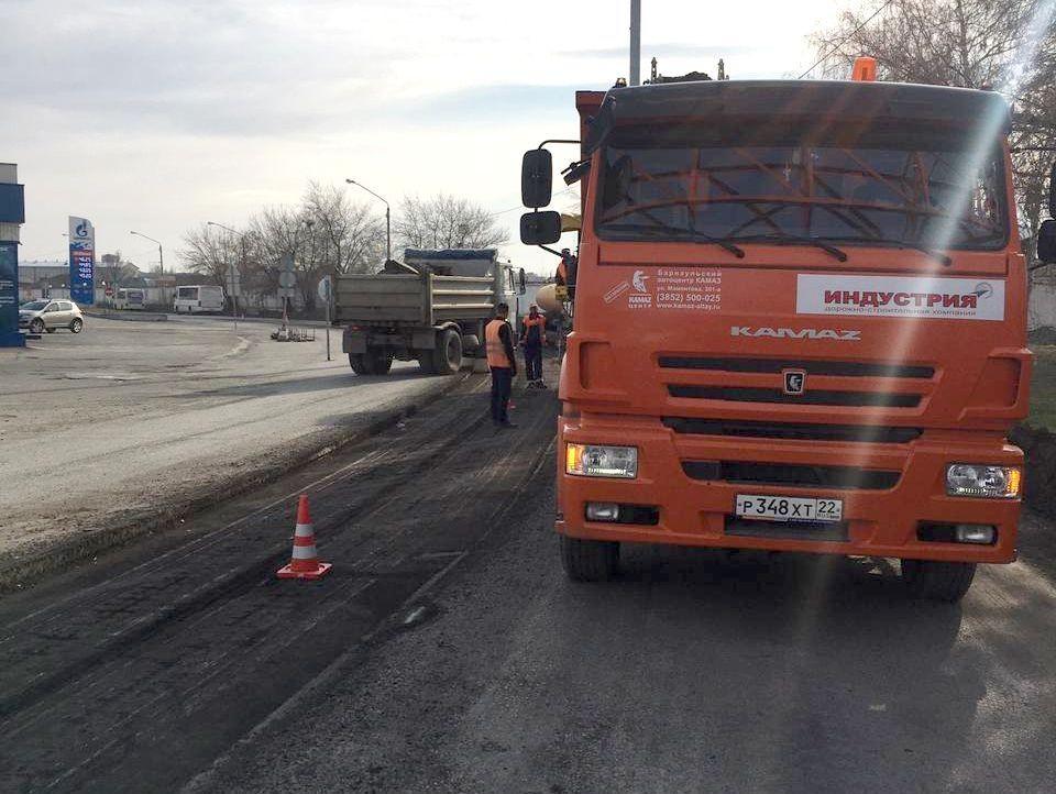Рабочие отремонтируют участок до улицы Воровского