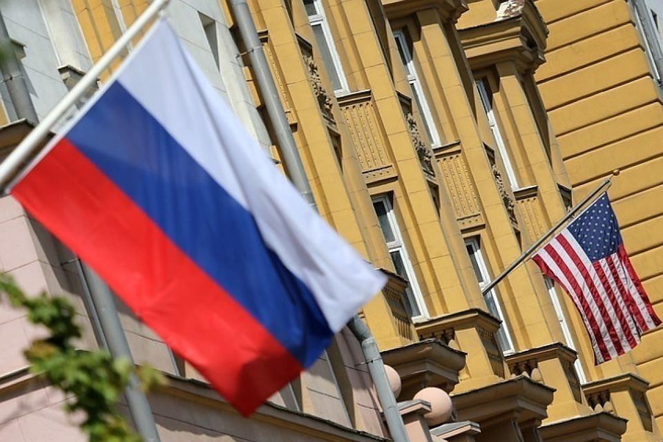Посольство США в России сократит штат сотрудников на 75%. Фото: Антон Новодережкин / NFCC