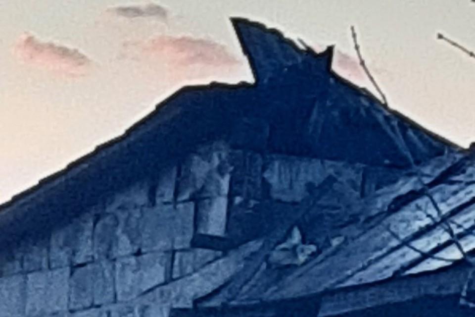 От крыши дома ничего не осталось. Фото: Ю. Гутурова