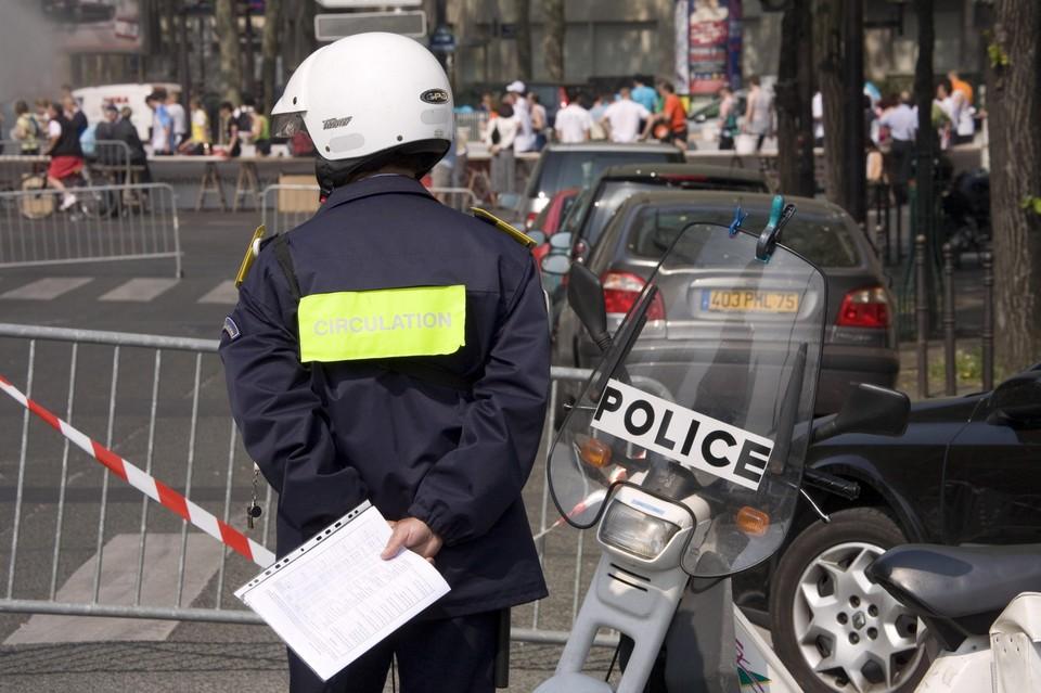 Беспорядки возобновились на демонстрации в Париже. Полиция применила водометы